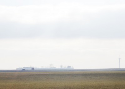 le grain de ce paysage est grossier : les silhouettes en témoignent